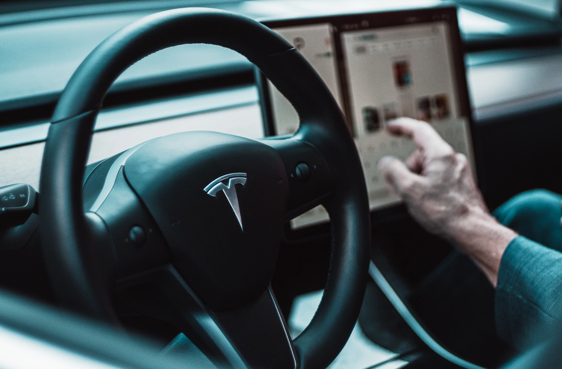 Tesla to move Chinese user data to China-cnEVpost