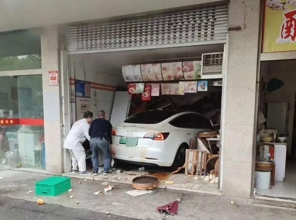 Tesla vehicle crashes into steamed bun store in yet another accident-CnEVPost