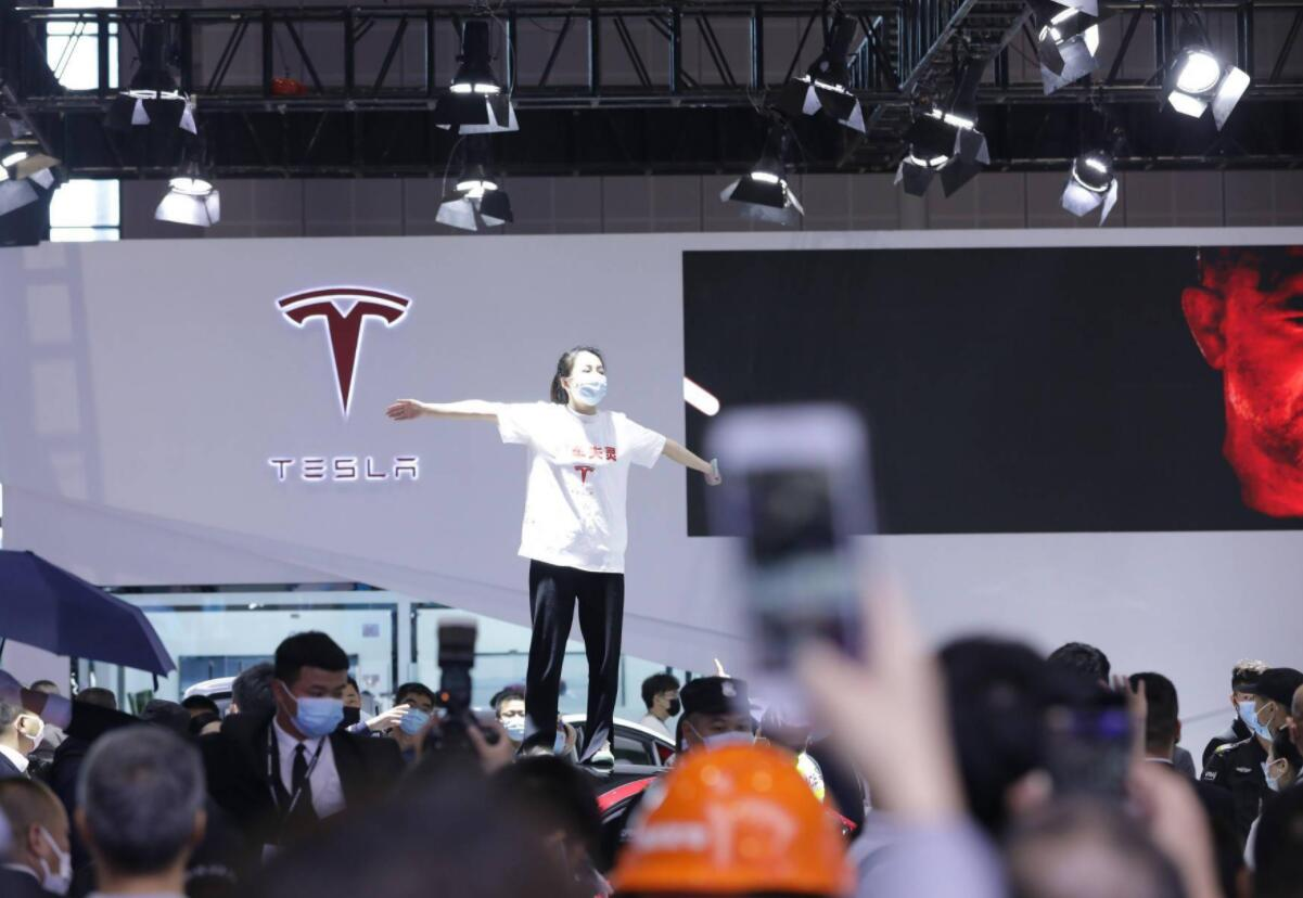 Tesla owner complaining about brake failure at Shanghai auto show released after five days in detention-CnEVPost
