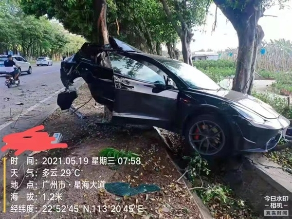 Tesla Model 3 burns after hitting tree in latest accident-CnEVPost