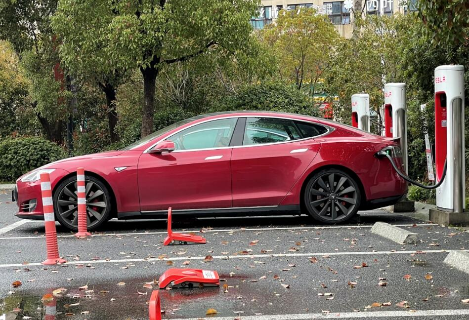 Chinese regulator gives Tesla backing in response to user's questions about single-pedal mode-CnEVPost