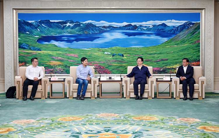 Xiaomi CEO visits FAW Group for in-depth talks on car-making partnership-CnEVPost